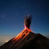 Очевидцы разместили в интернете запись извержения вулкана на острове Реюньон