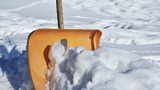 Как оздоровиться за уборкой снега