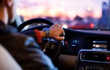 Прослушивание музыки во время вождения уменьшает стресс за рулем