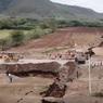 Африка раскалывается надвое: гигантская трещина в земле попала на видео