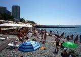 В Сочи тысячи туристов перестали соблюдать запреты властей