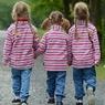 Красотки-близнецы сыграли одну свадьбу на троих (ФОТО, ВИДЕО)