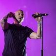 Linkin Park посвятили погибшему солисту новый клип