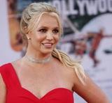 Бритни Спирс показала на видео, как сломала ногу