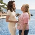 Ребел Уилсон и Энн Хэтэуэй используют мужчин в комедии «Отпетые мошенницы»