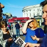 Полицейские Петербурга запретили читать «Коммерсант» на Невском