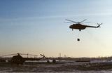 Ямальская метель заставила вертолет сесть прямо на автотрассу