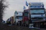 Жители Геленджика в знак протеста перекрыли федеральную трассу гробами