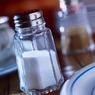 Соль опасна для печени, напоминают медики