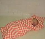 В Ленинском районе Челябинска в мусорном баке нашли живого новрожденного мальчика