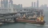 Корабль с пьяным капитаном врезался в мост в южнокорейском порту