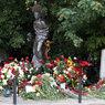 Поклонники Высоцкого увидели на Ваганьковском кладбище призрак певца