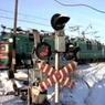 В Подмосковье грузовик застрял на железнодорожных путях