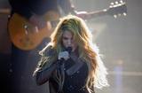 Певица Шакира отменила турне из-за проблем со здоровьем