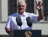 Лукашенко фигурально встал перед своими сторонниками на колени и угрожал натовскими танками
