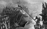 Facebook блокирует посты с фотографией со Знаменем Победы над Рейхстагом