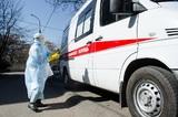 """В оперштабе по коронавирусу подтвердили факт очереди из """"скорых"""" перед клиникой в Химках"""