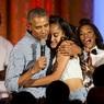 Дочь Барака Обамы в восторге каталась по земле на фестивале в Чикаго
