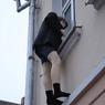 Анекдот по-московски: один любовник выпал из окна, другой в шкафу прятался
