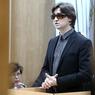 Сергей Филин ходит на работу в сопровождении охранника