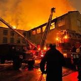 В нью-йоркском районе Куинс выгорел шестиэтажный жилой дом