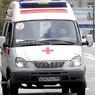 Два человека пострадали при падении крана на двухэтажный жилой дом в Омске