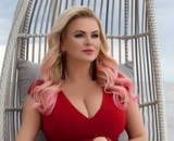 Гигантомастия: Анне Семенович сделали операцию на груди с девятого до пятого размера