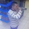 Мужчина залпом выпил бутылку водки, чтобы не платить за неё на кассе
