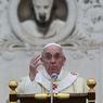 Вошедшему в список Форбс Папе Римскому люди не мешают (ВИДЕО)