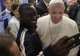Папа Римский разделил трапезу с тремя тысячами бедняков