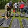 На Донбассе находят захоронение за захоронением