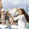 Депутат красит нежным цветом стены древнего Кремля