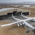 Самый большой самолет в мире совершил свой первый полет