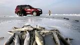 В Красноярском крае ушел под лед джип с рыбаками