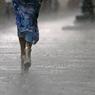 Спасателям пришлось эвакуировать десятки человек из затопленного транспорта в Москве