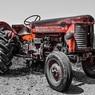 Пожилой немец приехал из Германии в Россию на тракторе