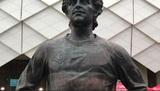 Английского болельщика наказали за осквернение памятника Черенкову