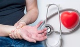 Медики рассказали, чем может быть вызвано «странное» покалывание в руках