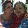 Папарацци засняли на видео похороны бабушки Наташи Королевой и ее истерику