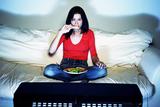 Почему не следует есть перед телевизором