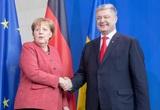 """Порошенко призвал Меркель усилить санкции против России из-за """"паспортных указов"""""""