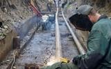 """В Твери коммунальщики заблокировали """"ВАЗ"""" между траншеей и горами мусора"""