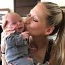 Анна Курникова восхищает снимками своих новорожденных близнецов