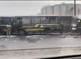 Грузовик протаранил колонну военных автобусов на Новорижском шоссе в Подмосковье