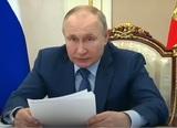 Путин поручил срочно проработать ужесточение правил оборота оружия после стрельбы в Казани