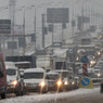 Мощный снегопад буквально парализовал движение на всех крупных магистралях Москвы