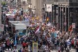 В Берлине на акции против всех ограничений самые массовые задержания прошли возле посольства РФ