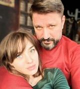 Невеста актера Виктора Логинова с разными глазами младше него на 21 год