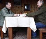 Медведев оставил в соцсетях поздравление Путину с днем рождения