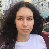 Дочь Якубовича Варвара объяснила появление на кинопоказе с темно-зелеными губами